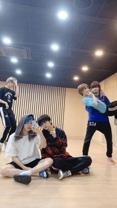Read 49 from the story Idol (TXT, BTS, TN) by canshula (candy) with 389 reads. Meme Photo, Wallpaper Animes, K Pop, Fandom Kpop, Boyfriend Material, Korean Boy Bands, K Idols, Pop Group, My Boys