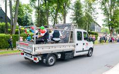 Bergmannsfest in Lehesten/Thür. Wald am 2.7.2017. Der Festumzug des Vereinsverbands Bergmannsfest Lehesten. Hier: Die Schleizer Dachdecker. Roofing Contractors, Moving Home, Woodland Forest