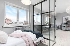 Small Scandinavian Apartment With Open and Airy Design Contemporary Interior Design, Interior Design Studio, Scandinavian Apartment, Small Room Design, European Home Decor, Home And Deco, Small Apartments, Bedroom Decor, Decoration