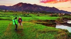 El Camino de Santiago por la   Costa de Asturias Rutas peregrinas por agrestes caminos, verdes montes y la bella costa asturiana
