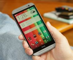 Un oficial HTC explica ce e cu acel spaţiu negru ocupat de logo sub ecranul lui HTC One M8