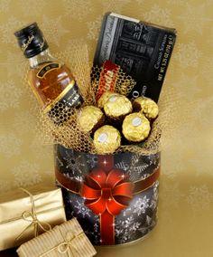 first birthday photo girl Diy Christmas Gifts For Parents, Diy Birthday Gifts For Friends, Christmas Diy, First Birthday Photos Girl, Candy Bouquet Diy, Corporate Gift Baskets, Flower Box Gift, Wine Gift Boxes, Christmas Gift Baskets