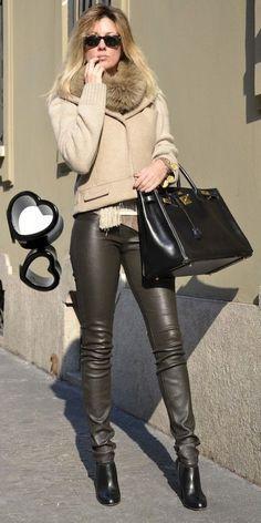 veryverve: Helmut Lang leather leggings, Louis Vuitton cropped beige jacket and Hermès black 40 cm Birkin. Skinny Leather Pants, Leather Pants Outfit, Leather Trousers, Leather Outfits, Shiny Leggings, Leggings Are Not Pants, Street Looks, Leggings Fashion, Leather Fashion