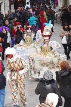 World of Costumes – by Tanja Schulz-Hess   2011 – Saluti da Venezia