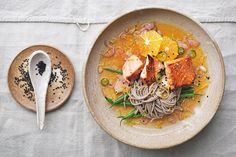 Salmon soba with ginger citrus dressing: This recipe tastes even better than it looks. Light and refreshing, whilst comforting all at once. Salmon Recipes, Fish Recipes, Seafood Recipes, Clean Recipes, Cooking Recipes, Healthy Recipes, Clean Meals, Cooking Ideas, Soba Recipe