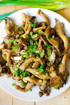 Oyster mushrooms, garlic, and green onions saute - Paleo, Gluten Free recipe. I've discovered oyster mushrooms several years ago and have been regularly cooking with them since then. Their flavor and texture are amazing. King Oyster Mushroom Recipe, Mushroom Recipes, Veggie Recipes, Vegetarian Recipes, Dinner Recipes, Cooking Recipes, Healthy Recipes, Oyster Recipes, Mushroom Dish