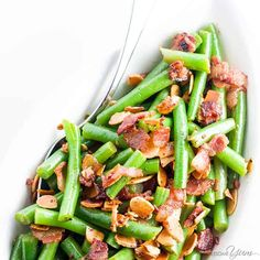 Want to know how to cook fresh green beans in the most delicious way ever? Try pan fried green beans almondine with bacon and garlic. Just 6 ingredients!