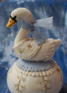 Another STUNNING lollihops pincushion, this one's called Swan A-swimming