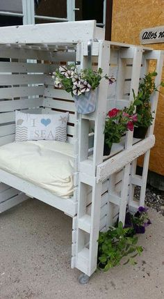 30 DIY Pallet Outdoor Furniture You Need to See - Out of all repurposed wood projects, DIY pallet outdoor furniture might be the most sought for. Pallet Garden Furniture, Pallet Patio, Pallets Garden, Pallet Chair, Outdoor Furniture, Rustic Furniture, Furniture Ideas, Furniture Chairs, Outdoor Pallet