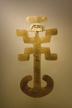 Extraños seres del mundo antiguo. Arte precolombino, Museo del Oro, Bogotá DC, Colombia. by Álvaro Bueno,