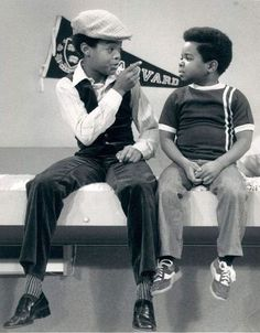 American actor Todd Bridges (as Willis Drummond) gives Gary Coleman (as Arnold Drummond) some brotherly advice on the set of 'Diff'rent Strokes,' Vintage Soul, Vintage Tv, Arnold Jackson, Todd Bridges, Best Of 80s, Black Sitcoms, 80s Shows, Kids Checklist, Comedy Tv
