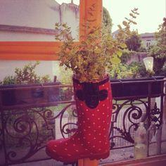 Botte pot de fleur! Un peu de citronnelle et voici une barrière anti-moustique naturelle :) #recyclage #diy #recycling