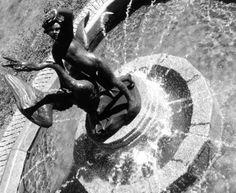 CHORZÓW: Chłopiec z łabędziem, fontanna