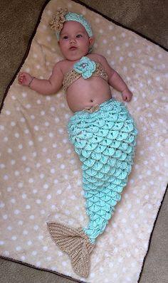 Crochet baby mermaid pattern libraries ideas for 2019 Mermaid Tail Pattern, Mermaid Tail Blanket, Mermaid Tails, Baby Mermaid Crochet, Crochet Baby Cocoon, Baby Blanket Crochet, Baby Knitting Patterns, Baby Patterns, Crochet Patterns
