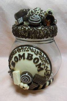 Pote decorado em biscuit . <br>Pote de vidro tipo bola