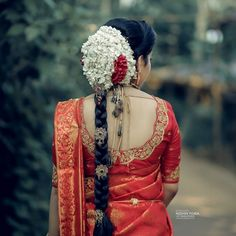 Image may contain: one or more people and people standing South Indian Wedding Hairstyles, Bridal Hairstyle Indian Wedding, Bridal Hair Buns, Indian Wedding Bride, Bridal Braids, Bridal Hairdo, Kerala Bride, Hindu Bride, Indian Photoshoot
