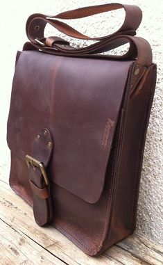 c8edcca0cfe3 Classic distressed Brown Leather Bag