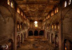 "Das Kloster der ""Feuermacher"" >> http://gingerfishpics.wordpress.com/2014/02/23/das-kloster-der-feuermacher/ #urbex #decay #abandoned #urbanexploring"
