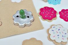 Felt cookie gift set!  Looks lik it would be easy and a fun gift to give at all those birthday parties