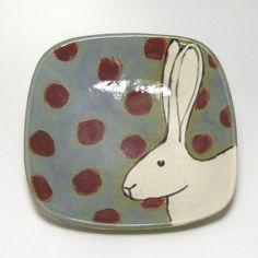 $48 ooak rabbit plate #rabbit #plate #etsy Terra bianca, colori acquarellati e ceistallina. Idea: pois a smalto