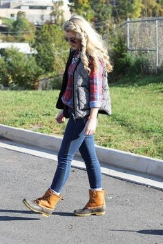 When you choose a pair of Duck Boots Outfit for Rainy Day, you will really enjoy the look and feel of these boots and the protection they offer you. Bean Boots Outfit, Winter Boots Outfits, Fall Outfits, Boot Outfits, Winter Clothes, Preppy Outfits, Preppy Style, Fashion Outfits, My Style