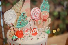cake_8610 - Cute Christmas Stockings, Cozy Christmas, Christmas Balls, Rustic Christmas, Christmas Themes, Snow Globe Cupcakes, Gift Of Faith, Peppermint Candy Cane, Backdrops For Parties