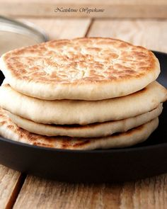 Bazlama- turecki chleb z patelni - Justyna Dragan Good Food, Yummy Food, Main Dishes, Bakery, Veggies, Food And Drink, Tasty, Menu, Cooking