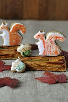 Adorable Squirrel Cookie Centerpiece by Samurio Samurio Skultety's Cookie Tutorials, Cake Decorating Tutorials, Cookie Decorating, Decorating Ideas, Yummy Cookies, Cupcake Cookies, Fall Decorated Cookies, Squirrel Food, Sweet Little Things