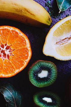 Half Sliced Kiwi Beside Half Sliced Lemon