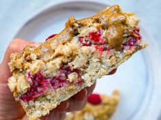 Oh ja – dieser Food-Trend hilft sogar beim Abnehmen! Cake for breakfast? Baked Oatmeal is delicious, healthy and stays the whole week. Desayuno Paleo, Paleo Postre, Low Carb Desserts, Healthy Desserts, Healthy Recipes, Healthy Baking, Healthy Foods To Eat, Breakfast Cake, Breakfast Recipes