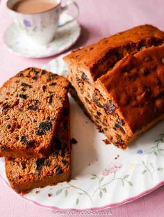 Everyday Fruit Cake is almost apologetically easy. Just weigh, stir and cook. For everyday eating, this fruit loaf cake is perfect - tasty, quick and easy. Easy Cake Recipes, Sweet Recipes, Baking Recipes, Dessert Recipes, Desserts, Dried Fruit Cake Recipe, Fruit Loaf Recipe, Fruit Cake Loaf, Fruit Cakes