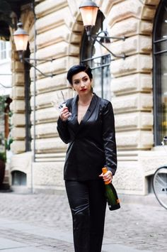 Valentines day outfit, black satin suit, date night wear, evening wear, short hairstyle #eveningwear #valentinesdayoutfit #elegant #satin #suit #womenfashion #springfashion #springstyle #springoutfit #shorthairstyle #blackoutfit #minimal #scandinavian #style