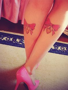 pink bows. I like this tat but maybe something else hanging or maybe nothing hanging.