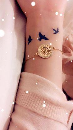 Nice bracelet Dope Tattoos, Mini Tattoos, Tiny Bird Tattoos, Small Wrist Tattoos, Pretty Tattoos, Beautiful Tattoos, Body Art Tattoos, Tatoos, Piercing Tattoo