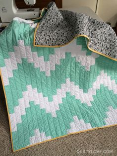 Quilty Love | Wave quilt | http://www.quiltylove.com