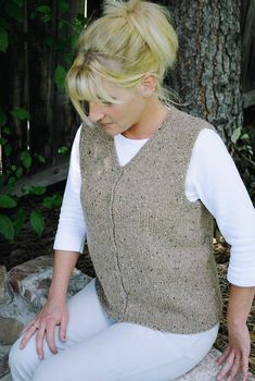 Knitting Pure and Simple Pattern 0995 Basic Cardigan Vest for Women – knitting vest – Knitting for Beginners Lace Knitting, Knitting Patterns Free, Simple Knitting, Knit Vest Pattern, Lace Cardigan, Knitting For Beginners, Dress Patterns, Easy Patterns, Weaving Patterns