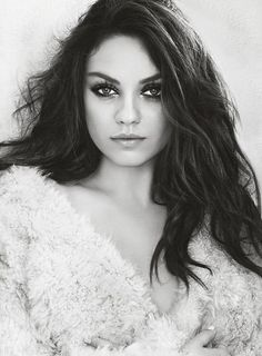 Mila Kunis Elegant fashion and beauty = Mila! Marie Claire fashion photoshoot ( July 2014 ) shared to groups Beautiful Celebrities, Most Beautiful Women, Beautiful Actresses, Beautiful People, Mädchen In Bikinis, Actrices Hollywood, Zooey Deschanel, Looks Style, Girl Crushes