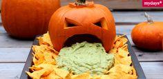 Du suchst noch nach gruseligen Snacks für deine Party? Wir haben für dich einige coole Halloween Rezepte, die schnell und einfach nachzumachen sind.
