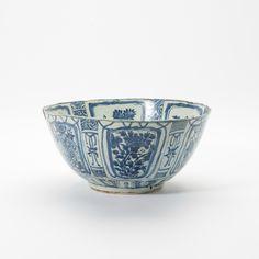 A large Kraak porcelain bowl, Wanli period (1573-1619)