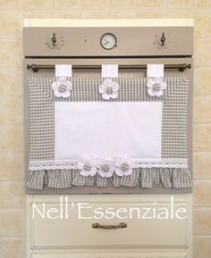 Copriforno Shabby Chic Grigio : Cucina e servizi da tavola di creativelife Shabby Chic Gray Horn Cover: Creativelife Kitchen and Tableware Kitchen and table servicesSet coordinated kitchen SEssen style horn cover Sewing To Sell, Love Sewing, Sewing Hacks, Sewing Crafts, Sewing Projects, Kitchen Sets, Kitchen Decor, Shabby Chic Grey, Country Paintings