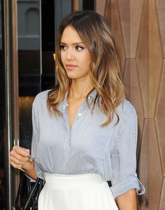 Jessica Alba with sleek, mid-length curls - Proof The A-List Love Mid Length…