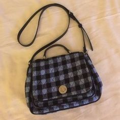 """I just discovered this while shopping on Poshmark: Vera Bradley Turnlock Crossbody. Check it out! Price: $25 Size: W 10.75"""" X H 7.5"""" X W 2.5"""""""