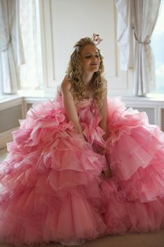 Nothing more girly than being a prinsess in a pink dress; even if it is for one day...or one moment...or one picture
