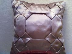 capa de almofada em tafetá, cetim ou Oxford. Pode ser feita em outras cores.