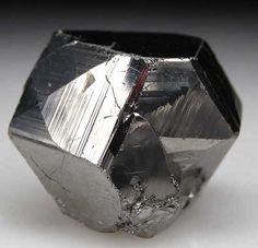 Carrollite from Kamoya Mine, Shaba Prov., Congo [db_pics/pics/af544c.jpg]