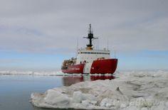 北極海で氷床掘削作業を終えた米沿岸警備隊(US Coast Guard)の砕氷船「ポーラースター(Polar Star)」号(2013年7月3日撮影)。(c)AFP/US COAST GUARD PO3/Rachel French ▼6Jan2014AFP 南極海、ロシア船乗客救助の中国船も立ち往生 http://www.afpbb.com/articles/-/3006066 #US_Coast_Guard #Polar_Star #USA #Arctic_Ocean #Icebreaker #Isbryder #Rompehielos #Brise_glace #Eisbrecher #Jaanmurtaja #IJsbreker #Quebra_gelo #Ледокол