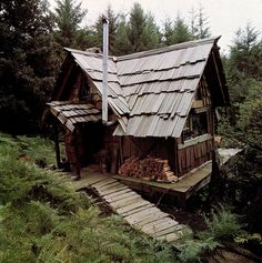 "Handmade house, photo by Barry Shapiro, from the book ""Handmade Houses: A Guide to the Woodbutcher's Art"" by Art Boericke and Barry Shapiro, Scrimshaw Press, 1973. Image uploaded to Flickr by Old Chum, 17 April 2010."