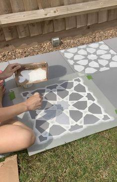 How to DIY : Concrete Garden Slab Stencilling – Home Ideology Garden Slabs, Garden Paving, Concrete Garden, Diy Concrete, Concrete Paving Slabs, Patio Slabs, Block Painting, Stencil Painting, Stenciling