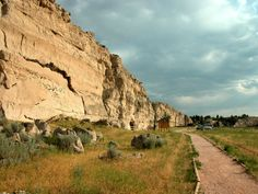 The Oregon Trail Wagon Ruts / Lake Guernsey State Park Wyoming | Western Trips