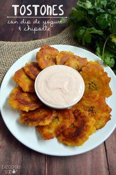 Tostones de plátano macho and dip de yogurt y chipotle  http://www.pizcadesabor.com